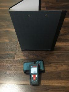 レーザー距離計とターゲットパネル